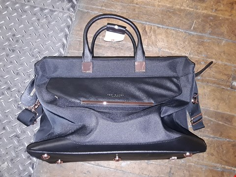 Lot 2361 GRADE 1 TED BAKER ALBANY SMALL HOLDALL RRP £80