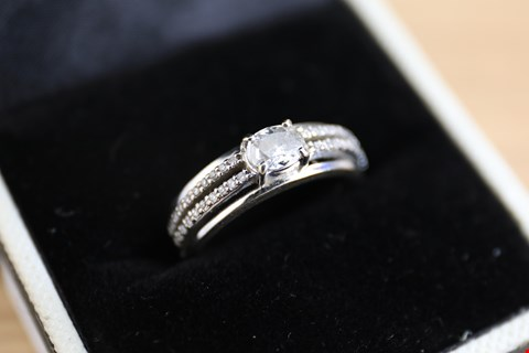 Lot 21 18ct WHITE GOLD RING, SET WITH OVAL DIAMOND TO CENTRE AND DOUBLE ROW OF SMALL DIAMONDS TO THE SHOULDERS, +/-0.50ct RRP £2700