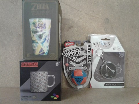 Lot 502 4 BRAND NEW BOXED ITEMS TO INCLUDE ZELDA HYRULE COLOUR CHANGE GLASS , SNES ,MUG , HACKY SACK AND ASSASSINS CREED MULTI TOOL