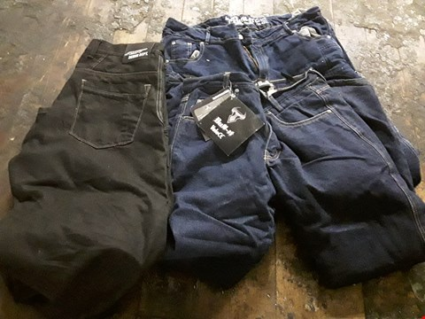 Lot 8482 LOT OF 3 ASSORTED PAIRS OF BIKER JEANS BY FAT AND BULL-IT