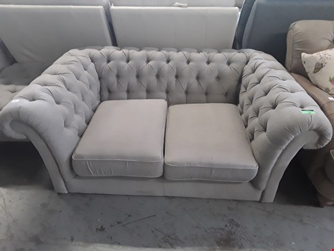 Lot 64 QUALITY BRITISH DESIGNER GREY FABRIC ABINGDON CHESTERFIELD STYLE 2 SEATER SOFA