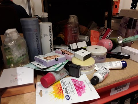 Lot 9048 TRAY OF APPROXIMATELY 55 ASSORTED BEAUTY ITEMS INCLUDING, CLEANING GEL, WELLA BLONDOR, BODY SCRUB, EYELASHES, SHEA BUTTER,  (TRAY NOT INCLUDED)