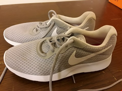 Lot 9055 PAIR OF GREY/WHITE  NIKE TRAINERS - UK SIZE 7