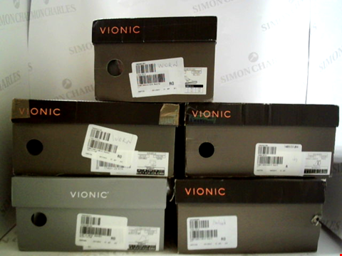 Lot 3050 LOT OF APPROXIMATELY 5 ASSORTED PAIRS OF FOOTWEAR TO INCLUDE; VIONIC BOOTS AND SHOES IN VARIOUS SIZES