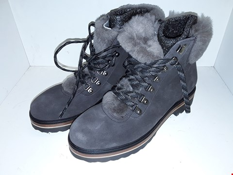 Lot 1018 A PAIR OF MERY SUEDE FAUX FUR LINED HIKING BOOTS UK SIZE 7