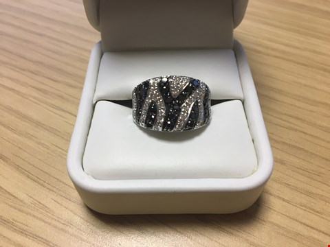 Lot 21 DESIGNER 18CT WHITE GOLD DRESS RING SET WITH WHITE AND BLACK DIAMONDS WEIGHING +/-1.33CT, GOLD WEIGHING +/-9 GRAMS