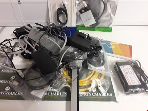 Lot 1120 BOX OF APPROXIMATELY 18 ASSORTED ITEMS TO INCLUDE CABLES, POWER LEADS ETC