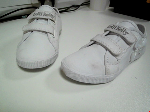 Lot 3513 LELLI KELLY GIRLS LILY TRAINERS - WHITE SIZE 13