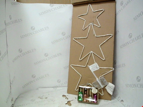 Lot 13016 LOT OF APPROXIMATELY 2 ASSORTED HOUSEHOLD ITEMS, TO INCLUDE SHOOTING STARS LIT WALL DECOR AND SET OF 4 CHRISTMAS CHEER SHAPED BAUBLES RRP £30.00