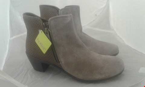 Lot 2066 PAIR OF HOTTER SAMIA SIZE 7