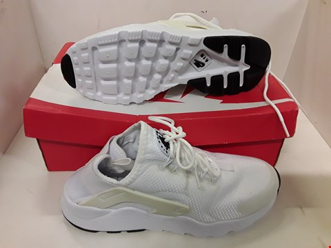 Lot 4119 PAIR OF DESIGNER WHITE TRAINERS IN THE STYLE OF NIKE AIR HUARACHE RUN ULTRA SIZE UK 5.5
