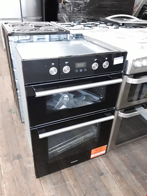 Lot 12028 HOTPOINT CLASS 2 DD2 844 C BL BUILT-IN OVEN - BLACK
