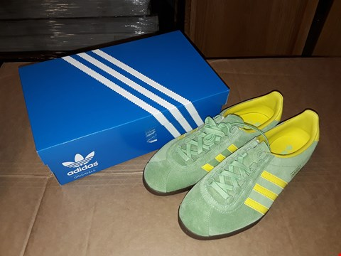 Lot 26 BOXED ADIDAS ORIGINALS TRIMM MASTER GREEN/YELLOW/BROWN SIZE 9UK/43EUR