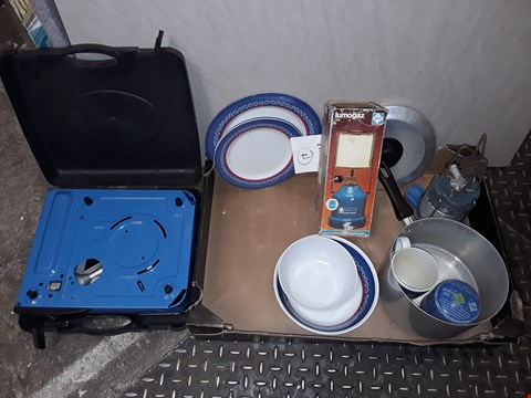 Lot 451 LOT OF ASSORTED CAMPING ITEMS TO INCLUDE COOKWARE AND CAMPINFAZ GAS COOKER