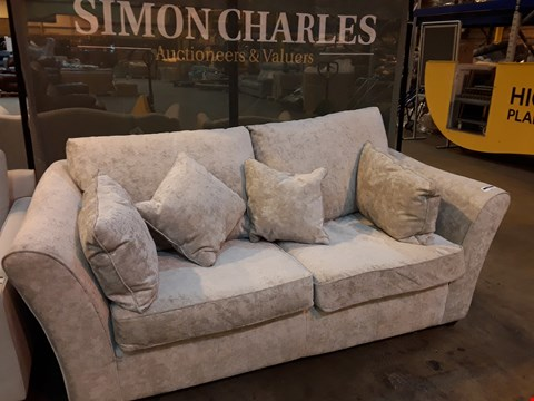Lot 9013 QUALITY BRITISH DESIGNER BROOK SILVER FABRIC TWO SEATER SOFA WITH SCATTER CUSHIONS