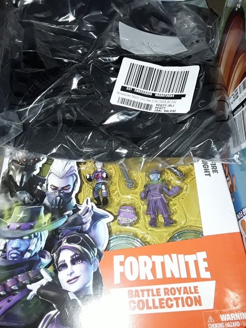 Lot 4068 FORTNITE BATTLE ROYALE COLLECTION AND 3 PERSONALISED ITEMS TO INCLUDE WALLET ETC