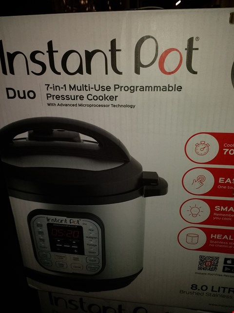 Lot 1948 INSTANT POT 7 IN 1 PRESSURE COOKER