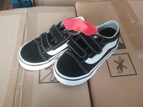 Lot 2090 GRADE 1 VANS OLD SKOOL V INFANTS - BLACK/WHITE, SIZE 5 RRP £37
