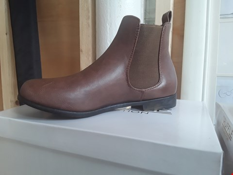 Lot 81 5 PAIRS OF TRUFFLE COLLECTION BROWN PU BOOTS VARIOUS SIZES