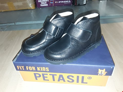Lot 12526 BOXED PETASIL COLIN BLACK LEATHER VELCRO STRAP SHOES UK SIZE 11 JUNIOR