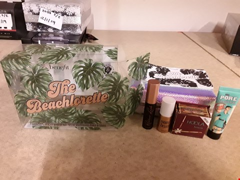 Lot 2056 BENEFIT THE BEACHLORETTE GIFT SET TO INCLUDE PORE PRIMER, HOOLA, SUN BEAM AND ROLLER LASH