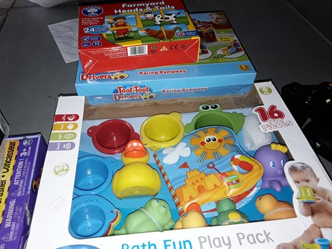 Lot 2150 BARNYARD HEADS AND TAILS CARDS,  VTECH RACING RAMPWAY AND BATH FUN PLAY PACK