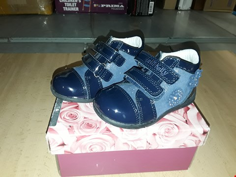 Lot 12538 BOXED LELLI KELLY SARA GLITTERY NAVY BLUE FLOWER DETAIL VELCRO STRAP SHOES UK SIZE 5.5 JUNIOR