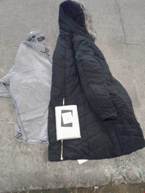Lot 232 BOX OF APPROXIMATELY 12 CLOTHING AND HOME ITEMS TO INCLUDE BLACK PARKA,  LATTE PILLOWCASE AND GREY SHIRT - VARIOUS SIZES