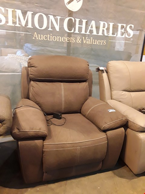 Lot 9064 DESIGNER BROWN MACAO FABRIC POWER RECLINING EASY CHAIR WITH CONTRAST STITCHING