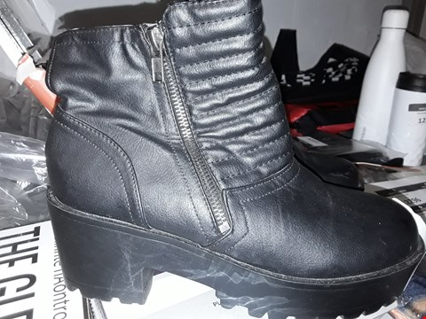 Lot 125 PAIR OF BLACK BOOTS SIZE 5