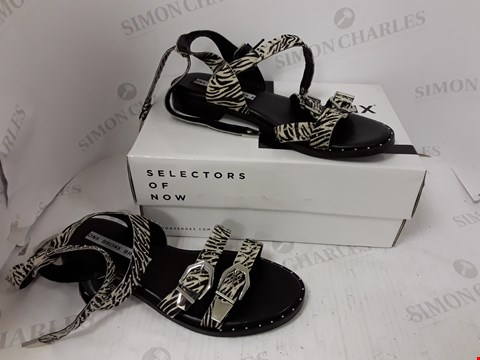 Lot 896 BOXED PAIR OF BRONX SANDALS SIZE 41