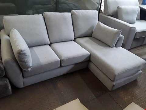 Lot 85 QUALITY DESIGNER BRITISH MADE GREY FABRIC CHAISE SOFA WITH BOLSTER CUSHIONS