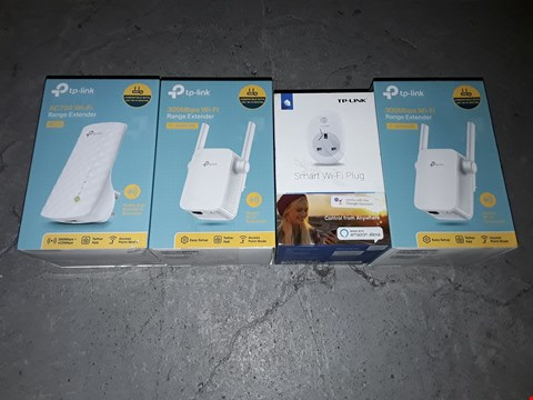Lot 1516 LOT OF 3 TP-LINK WIFI RANGE EXTENDERS AND 1 SMART WIFI PLUG