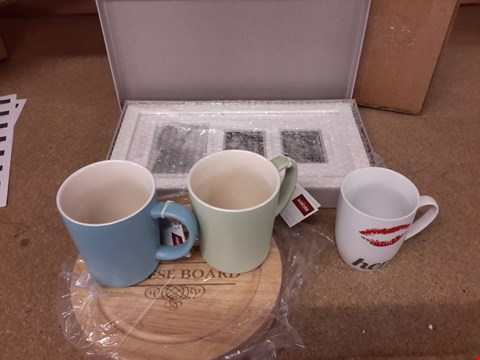 Lot 455 LOT OF 4 ITEMS TO INCLUDE PERSONALISED CHEESEBOARD, DOUBLE SCAN FRAME, HIS N HERS MUGS AND SET OF MUGS