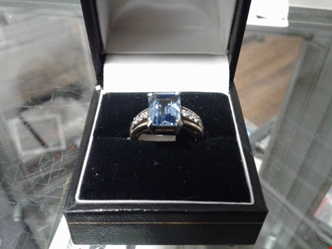 Lot 8320 SILVER RING WITH BLUE WATER GEM
