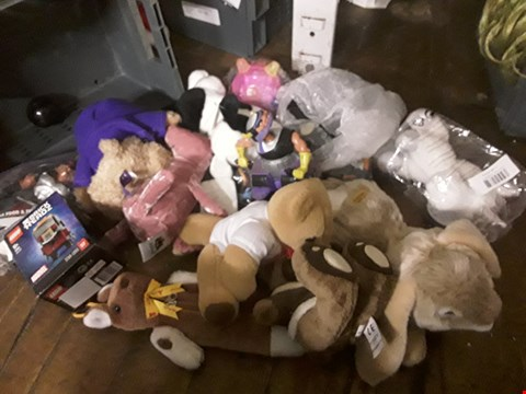 Lot 6078 TRAUPH OF APPROXIMATELY 13 ASSORTED ITEMS, INCLUDING, SOFT TOYS, LEGO FIGURE,  ( TRAY NOT INCLUDED )