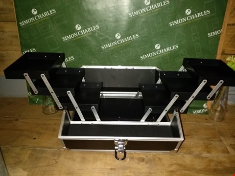 Lot 7005 BLACK PLASTI/METAL SMALL STORAGE BOX