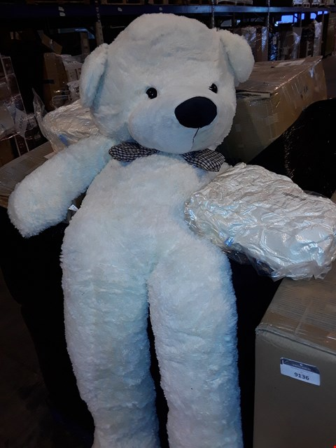 Lot 25 PALLET OF APPROXIMATELY 60 ASSORTED BRAND NEW VACUUM PACKED GIANT PLUSH TEDDY BEARS
