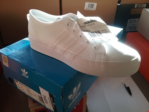 Lot 7023 A PAIR OF ADIDAS NIZZA WHITE TRAINERS UK SIZE 4.5