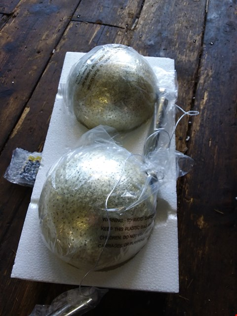 Lot 601 LOT OF 4 ITEMS TO INCLUDE MC MULTI LASER, 2 X FEATHER BALL LIGHTS, ANIMAL TREE TOPPER