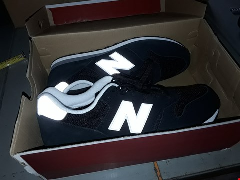 Lot 7013 PAIR OF BLACK SIZE 10.5 NEW BALANCE TRAINERS