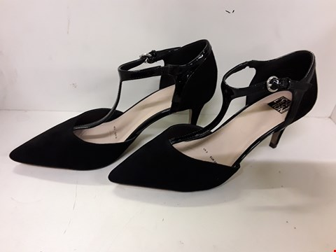 Lot 4128 PAIR OF DESIGNER BLACK SUEDETTE T STRAP SHOES SIZE UK 5