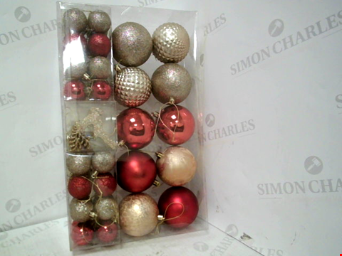 Lot 13012 PACK OF LUXE CHRISTMAS TREE BAUBLES – RED AND GOLD RRP £19.99