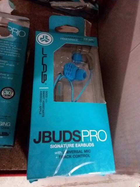 Lot 1264 LOT OF 3 JBUDS SIGNATURE EARBUDS