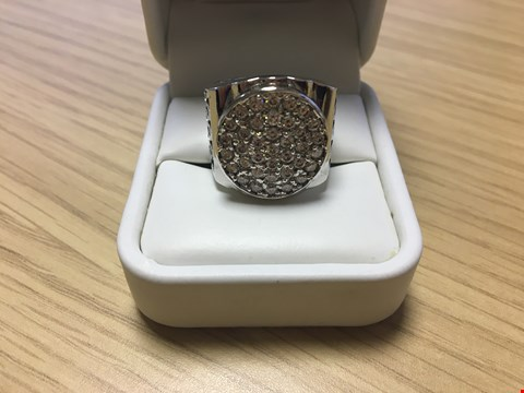 Lot 23 DESIGNER 18CT WHIE GOLD GENTS RING SET WITH DIAMONDS WEIGHING 1.70CT, GOLD WEIGHING +/-15 GRAMS