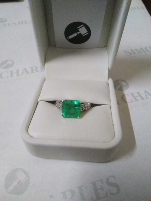 Lot 54 18CT WHITE GOLD RING SET WITH AN EMERALD AND DIAMONDS TO SHOULDERS. TOTAL WEIGHT +4.45CT RRP £10875.00
