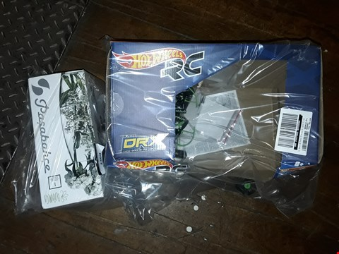 Lot 2360 LOT OF 2 ITEMS TO INCLUDE HOT WHEELS REMOTE CONTROL DRONE AND A PERSONALISED VASE RRP £95