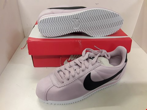 Lot 4071 PAIR OF DESIGNER PINK TRAINERS IN THE STYLE OF NIKE WOMENS CLASSIC CORTEZ NYLON SIZE UK 4