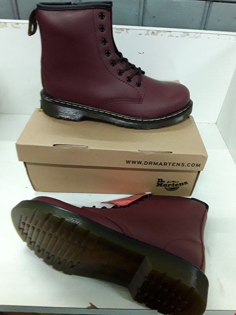 Lot 4036 PAIR OF DESIGNER CHERRY RED LEATHER KIDS BOOTS IN THE STYLE OF DR MARTENS SIZE UK 3