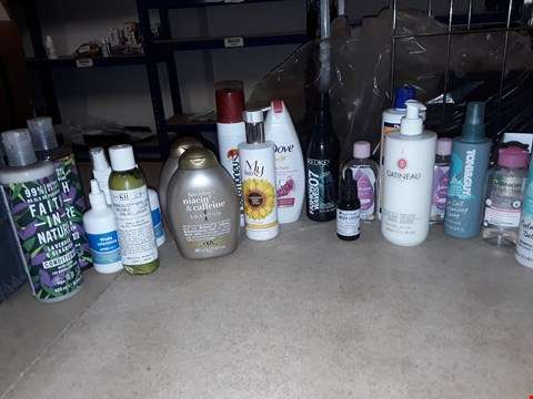 Lot 8059 A BOX OF APPROXIMATELY 25 ASSORTED COSMETICS TO INCLUDE,  MY TRUSTY SUNFLOWER BODY LOTION , NIACIN & CAFFEINE SHAMPOO AND TONI AND GUY SHAMPOO ETC
